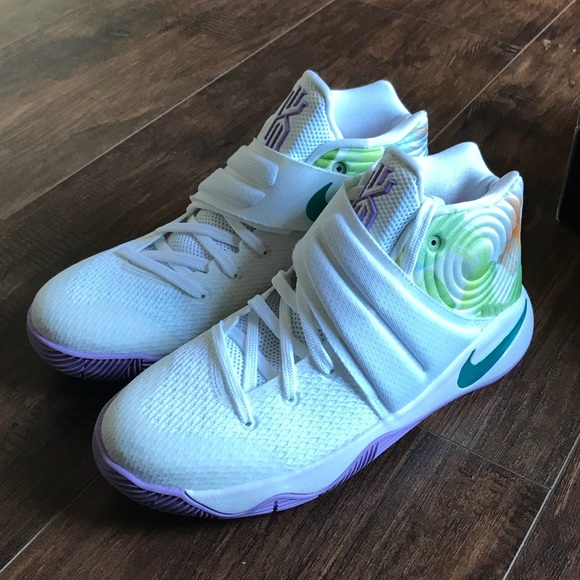 super popular f3014 24a78 Nike Kyrie 2 gs 6y or 7.5 womens Easter sneakers